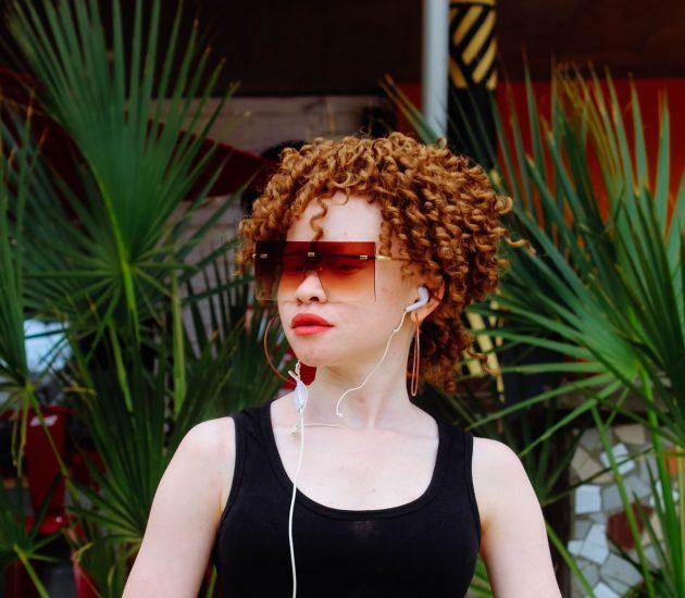 adult albino beautiful 1662406 630x550 - Corte de cabelo curto: dicas para acertar na escolha
