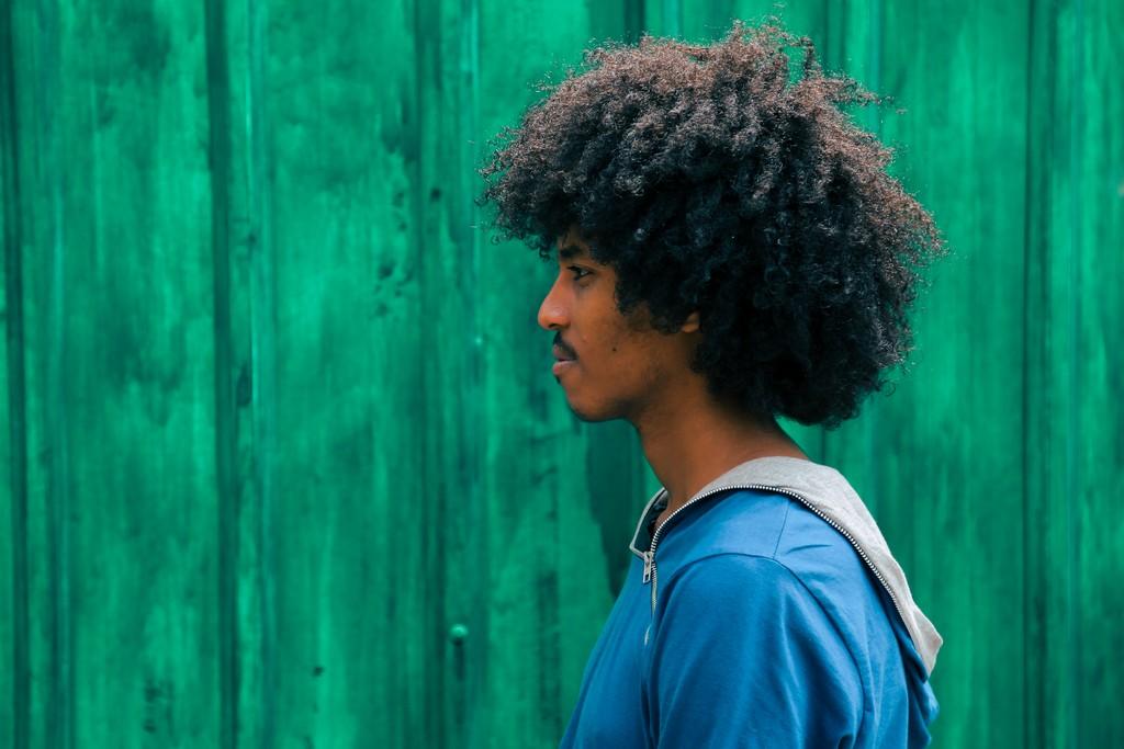 gift habeshaw 769688 unsplash - Cortes de cabelo masculino: inspirações para exibir um novo visual