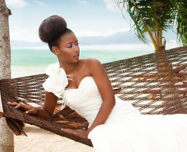 iStock 117146294 630x512 - Penteados para noiva: penteados com tranças, coque e cachos