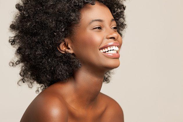 Conheça as principais diferenças entre os cabelos 4A , 4b e 4C e dicas