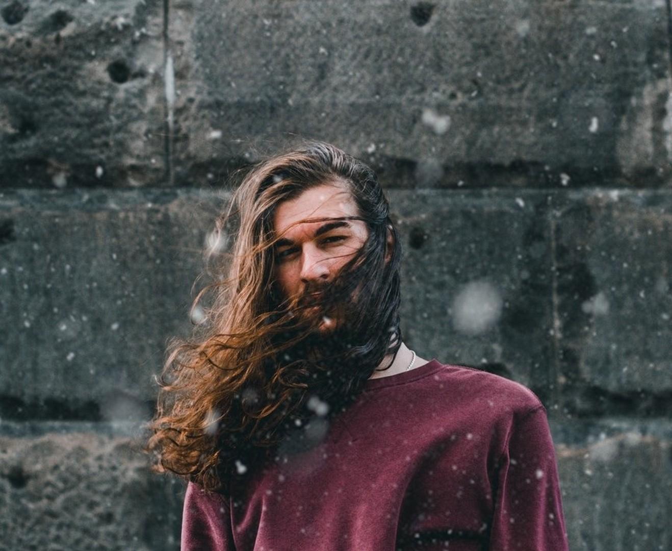 mean shadows 491776 unsplash - Cortes de cabelo masculino: Dicas de cortes para apostar sem medo