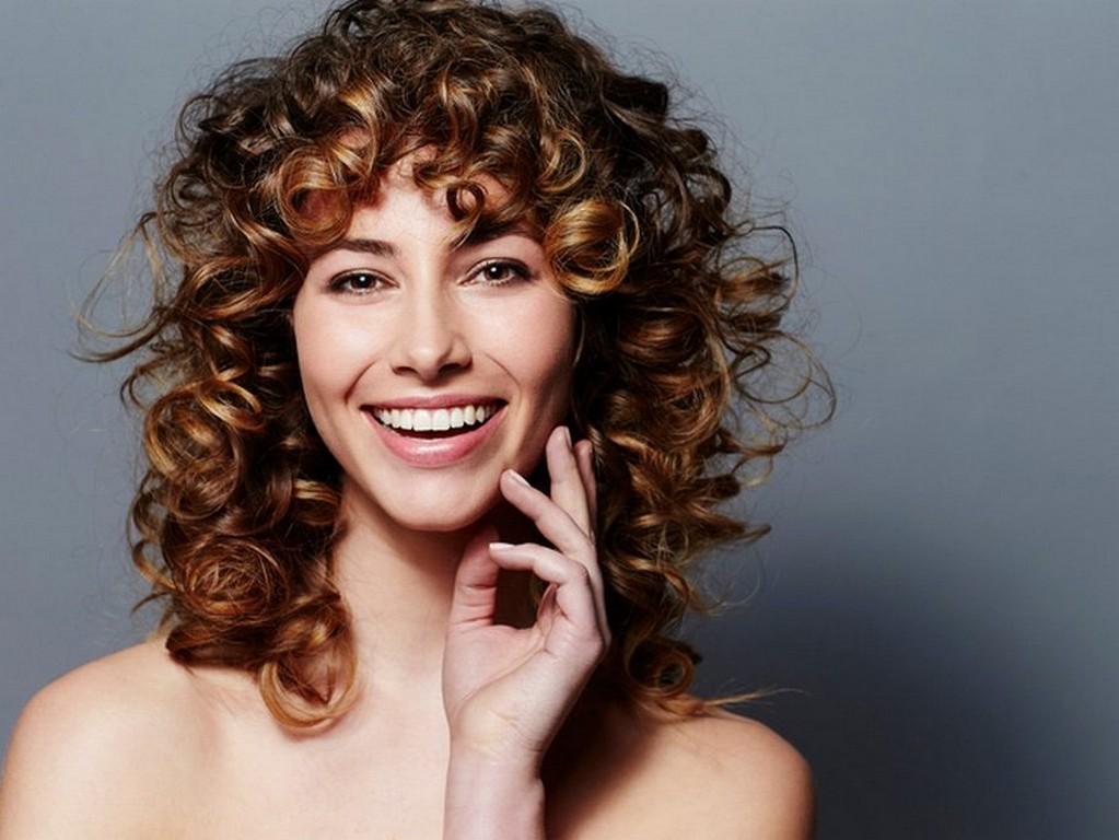 mechas para morenas15 910x683 - Reflexo no cabelo, luzes ou mechas: qual escolher e diferenças
