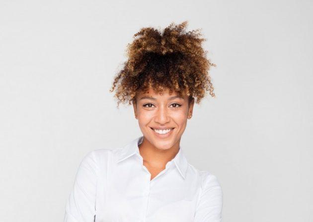 iStock 1049347732 630x446 - Penteados de cabelo: 60 penteados incríveis para se inspirar