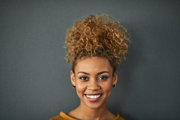 iStock 858208512 630x420 - Penteados de cabelo: 60 penteados incríveis para se inspirar
