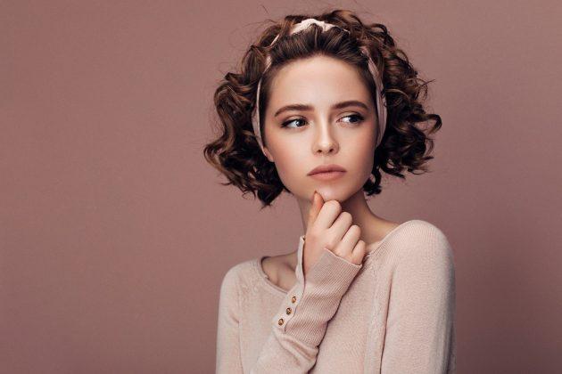 iStock 967321016 630x420 - Penteados de cabelo: 60 penteados incríveis para se inspirar