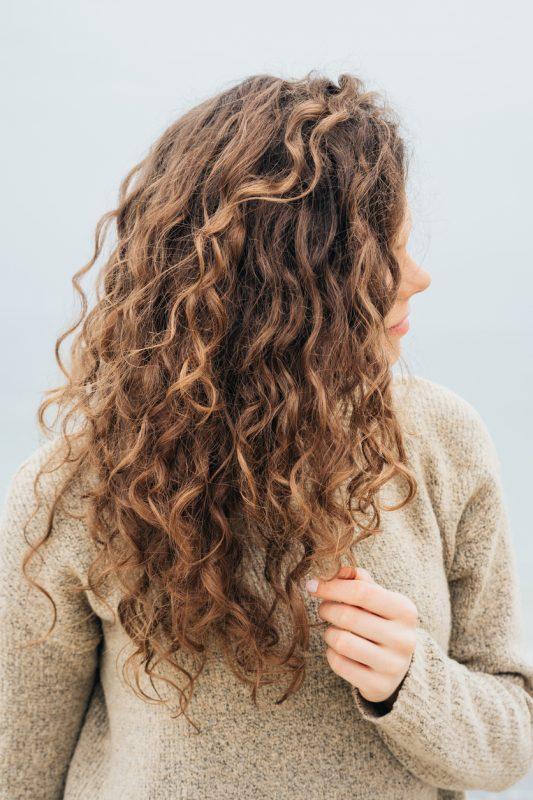 cortes para cabelos longos 14 533x800 - Cortes para cabelos longos: melhores opções para cacheadas e crespas