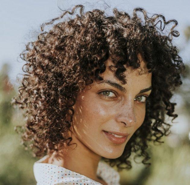 iStock 1069930530 630x614 - Cortes de cabelo feminino: fotos, dicas e tendências de cortes para apostar