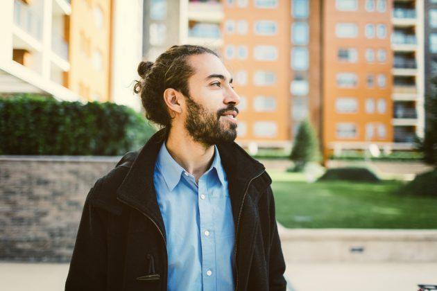 penteados masculinos 03 630x420 - Penteados masculinos: dicas e inspirações de penteados para cabelos longos, médios ou curtos
