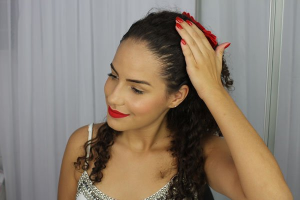 Penteado simples para cabelos ondulados, cacheados e crespos