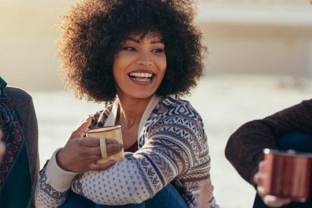 cabelo castanho claro16 630x420 - Corte de cabelo curto cacheado: inspirações de cortes chanel, pixie, bob e mais
