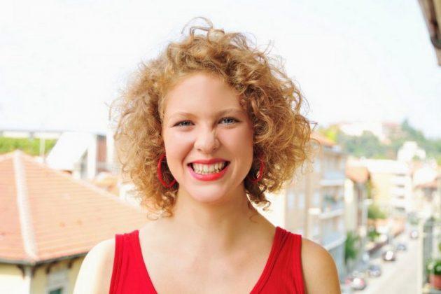 cortes de cabelo feminino 19 768x512 630x420 - Corte de cabelo curto cacheado: inspirações de cortes chanel, pixie, bob e mais