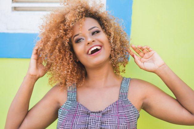 iStock 1057741828 630x420 - Corte de cabelo curto cacheado: inspirações de cortes chanel, pixie, bob e mais