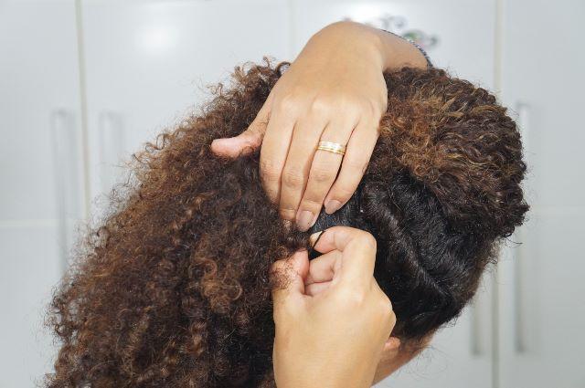 imagem  Sarah trindade PenteadoFalsoMoicano 7 - Falso moicano: penteado para cacheadas e crespas