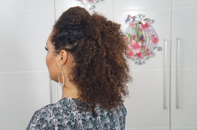 imagem  Sarah trindade PenteadoFalsoMoicano 9 - Falso moicano: penteado para cacheadas e crespas