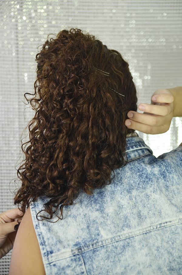8 - Penteados semipresos: penteado lateral com topete
