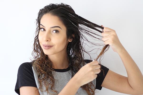 Reconstrução capilar para cabelos cacheados e crespos
