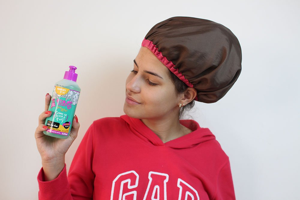 Cabelo cacheado: dicas para cuidar dos cabelos nas férias
