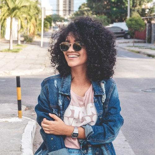 cabelo cacheado com franja1 - Cabelo cacheado com franja: melhores opções de franja para o seu cabelo