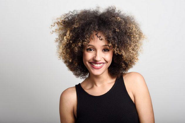 cabelo cacheado com franja7 630x420 - Cabelo cacheado com franja: melhores opções de franja para o seu cabelo