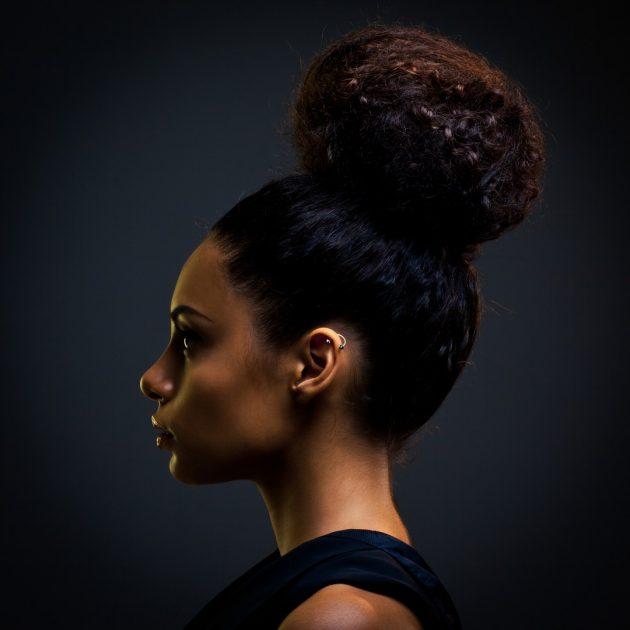 Penteados com coque: space bun, coque baixo, lateral e outros penteados com coque