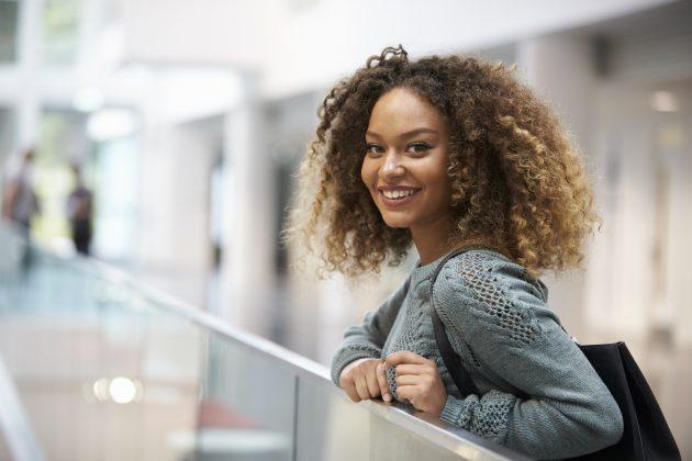 cortes de cabelo medio 3 630x420 - Ideias para cortes de cabelo médio e tudo o que você precisa saber sobre eles