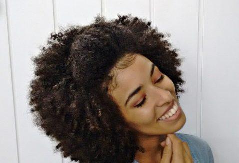 Penteados para cabelos afros: 13 melhores ideias, inspirações e passo a passo