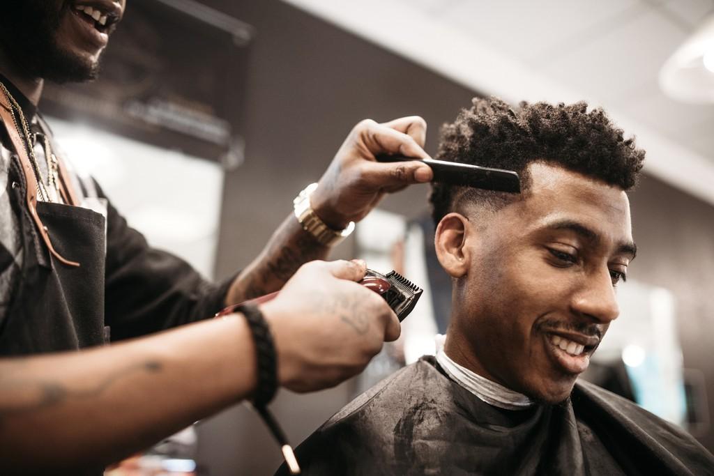 GettyImages 937443868 - Tipos de cabelo masculino: descubra qual é o seu e quais os cuidados e cortes ideais