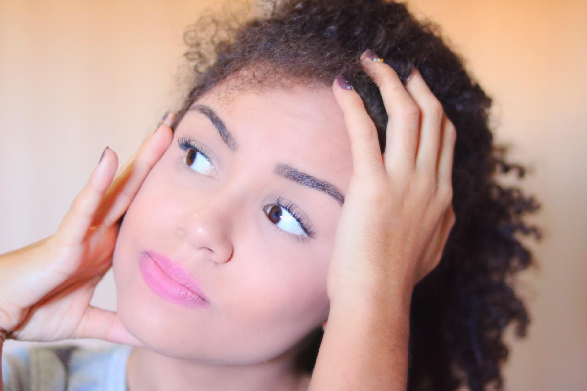 Como diminuir o frizz do cabelo: conheça as dicas