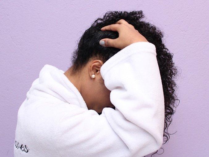 Formas de lavar os cabelos cacheados