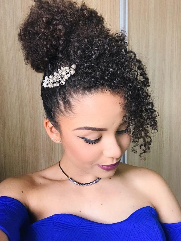 Ana Lidia Penteado Madrinha 6 - Penteado para madrinhas de casamento para cacheadas e crespas: passo a passo fácil!