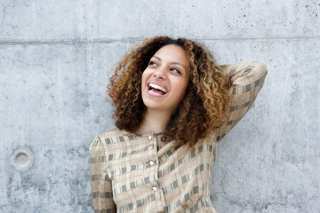 cabelos com mechas 630x420 - Louro escuro: fotos, dicas para coloração e manutenção