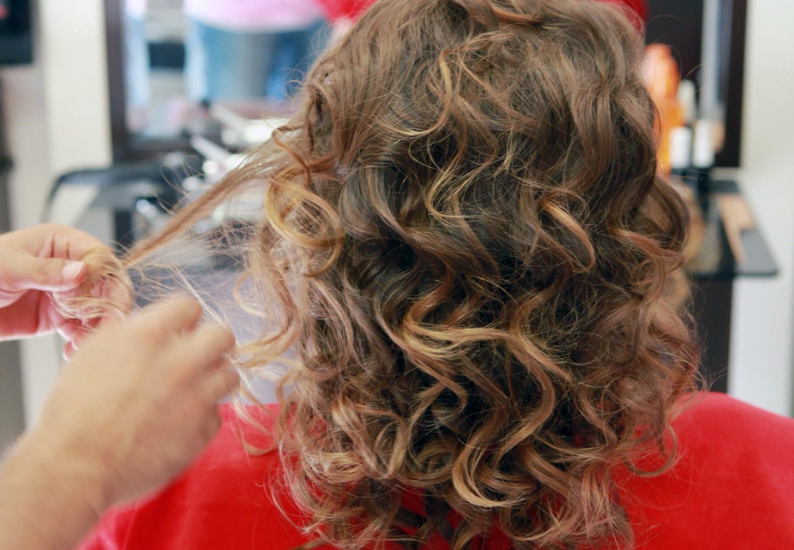 cabelo castanho claro ondulado