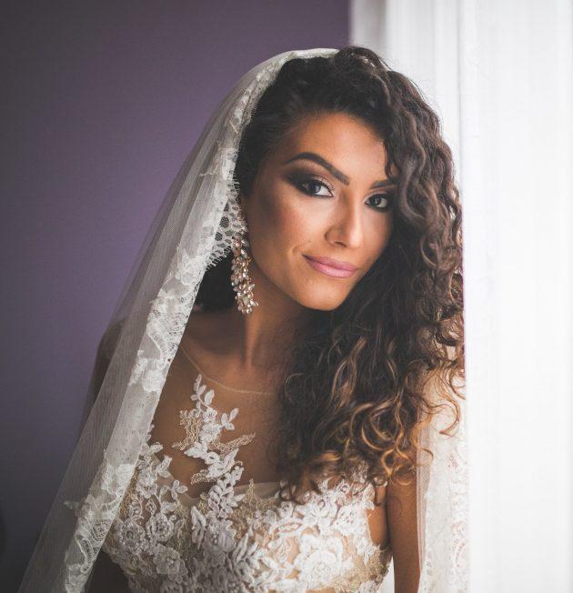 iStock 627013746 min 630x652 - Penteado de noiva: dicas para combinar vestido e penteado