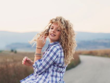 Luzes em cabelo cacheado: fotos e dicas para cabelos cacheados com luzes