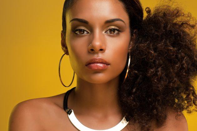 iStock 166669823 1 630x420 - Penteados para cabelos médios: fotos, dicas e passo a passo