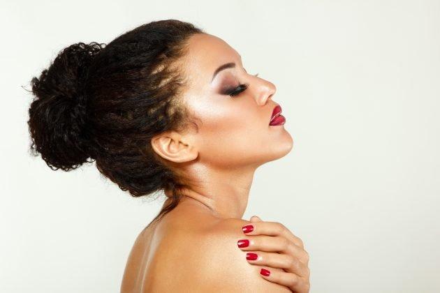 iStock 177496423 630x420 - Penteados para cabelos crespos e cacheados: 60 inspirações