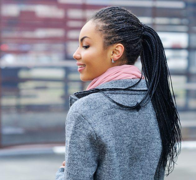 iStock 543351392 1 630x577 - Penteados para cabelos crespos e cacheados: 60 inspirações