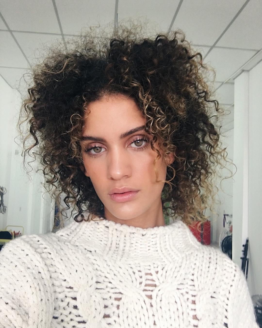 Luzes: como conseguir o melhor resultado no cabelo cacheado
