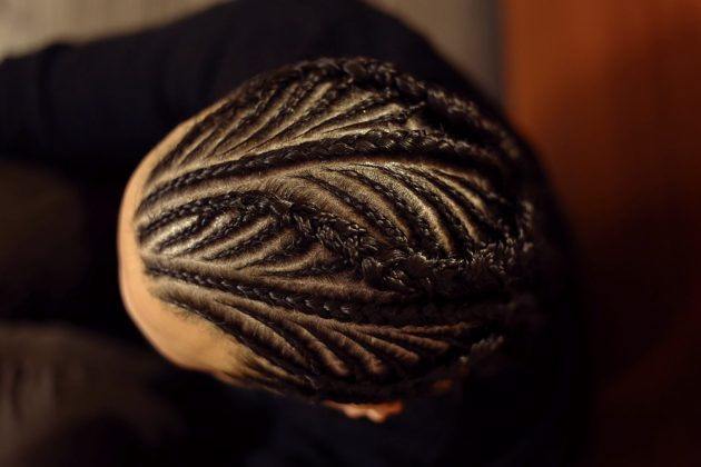 Tranças afro nagô 2 630x420 - Tranças afros de lã, jumbo, fibra, rasta, nagô e outras: fotos e dicas para manutenção e cuidados