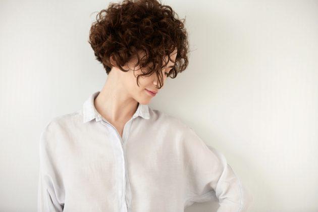 Corte de cabelo curto para rosto redondo