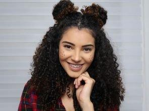 Penteados de São João para cabelos cacheados: 3 opções de arrasar!