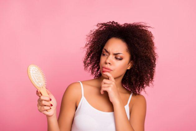 frizz 1 630x420 - Frizz: dicas para quem quer alinhar os fios, definir os cachos e diminuir os cabelos com frizz