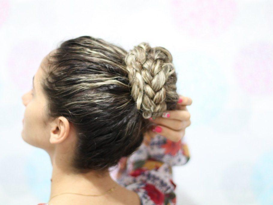 Tranças para casamento noiva 1 910x683 - Tranças para casamento: fotos e dicas para escolher o seu penteado com trança