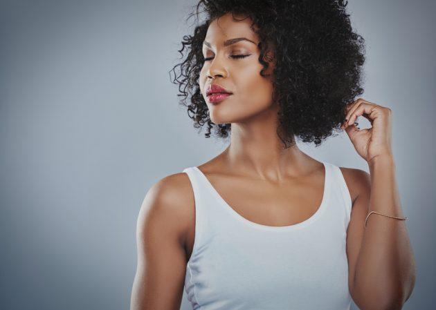 Cortes curtos para cabelos cacheados: dicas para escolher o corte ideal