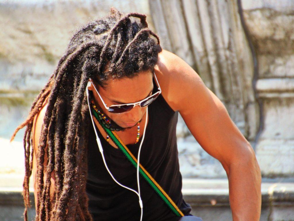 Dread masculino: 20 Inspirações incríveis para todos os estilos