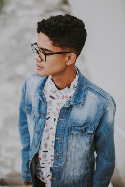 Cabelo ondulado masculino: Truques, cortes, cuidados e finalizações