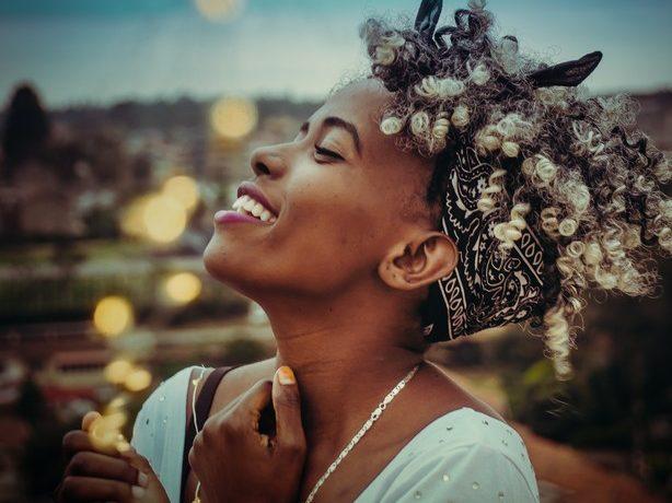 Cabelo platinado: Dicas e inspirações para um loiro platinado perfeito