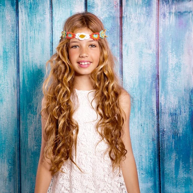penteado infantil para cabelo cacheado6 - Penteados para daminhas: dicas de penteados fáceis e elegantes