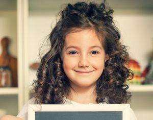 semi preso 1 - Penteados para daminhas: dicas de penteados fáceis e elegantes