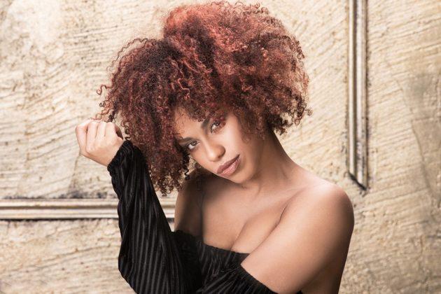cores para cabelo cacheado12 630x420 - Cores para cabelo cacheado: Tendências de tons, luzes, mechas e muitas dicas